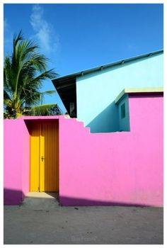 Color blocked home * Where does inspiration come from? * The Inner Interiorista Style Tropical, Color Studies, Color Of Life, Bold Colors, House Colors, Color Pop, Colour Colour, Color Inspiration, Interior And Exterior