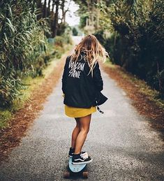 The best selection of new skate board outfit in stock now. Look Skater, Skater Girl Style, Skater Girl Outfits, Skate Style, Surf Style, New Skate, Skateboard Girl, Skateboard Clothing, Skate Girl