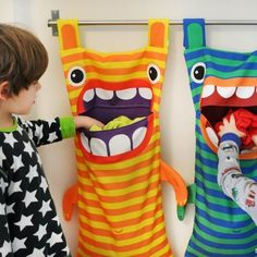 Hungry Monster Laundry Bags Ever wonder where those socks go? Well the hungry monster laundry bag eats them! Try this fun DIY craft, make a kid a laundry bag so they always keep tidy and clean. (Diy Gifts For Kids) 40 Diy Gifts, Diy Gifts For Kids, Diy For Kids, Crafts For Kids, Gift Bag Storage, Range Pyjama, Kids Room Accessories, Fun Diy Crafts, Sewing Projects For Beginners