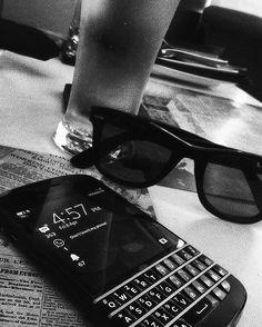#inst10 #ReGram @mr.__a__: #drinks #drinkdrankdrunk #love #pub #partner #photography #nomnom #nomnomnom #foodporn #heneiken #beer #rayban #blacknwhite #bb #bnw #blackberryclassic #blackberryQ10 #retrodining #retropub #tagsfortags #iger #tagsforlife #blackberry #menwithclass #dailymenessentials #indian #classy