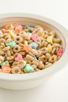 Make Homemade Lucky Charms + 11 Other Classic Cereal Recipes Gourmet Recipes, Dessert Recipes, Cooking Recipes, Desserts, Vegetarian Recipes, Homemade Breakfast, Breakfast Recipes, Eat Breakfast, Breakfast Ideas