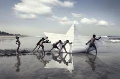 Mihir Hardikar Photography. Mumbai Photographer. Kids with paper boat on beach.