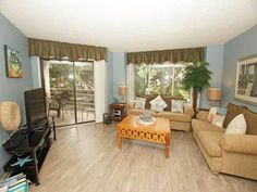 2119 Villamare Villa Hilton Head Island (South Carolina) Located in Hilton Head Island, this air-conditioned villa features free WiFi, a hot tub and a balcony with garden views. The unit is 36 km from Savannah. Free private parking is available on site.