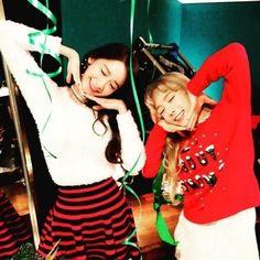 「もうすぐ会おうね」少女時代 テヨン&ユナ、ラブリーなポーズに視線集中 - ENTERTAINMENT - 韓流・韓国芸能ニュースはKstyle