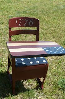 Redo of Antique school desk: Old School - could do with any holiday theme, reall. Americana Crafts, Patriotic Crafts, Patriotic Decorations, July Crafts, Painted School Desks, Old School Desks, Old Desks, Refurbished Furniture, Furniture Makeover