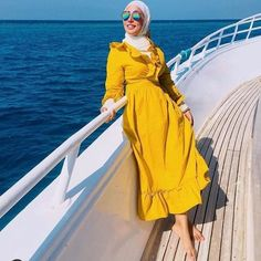 Brighten up your wardrobe in spring by choosing some new colorful clothing. Maxi colorful skirts are in fashion every spring. Printed maxi skirts with cardigan Summer Fashion Outfits, Modest Fashion, Fashion Ideas, Fashion Inspiration, Yellow Skirt Outfits, Yellow Dress, Hijab Trends, Hijab Ideas, Hijab Fashionista