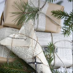 Get a little creative with your gift wrapping! Check out these unique DIY gift wrapping ideas. Noel Christmas, Simple Christmas, Winter Christmas, All Things Christmas, Christmas Crafts, Christmas Decorations, Holiday Decorating, Christmas Ideas, Fall Winter