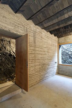 Roger Boltshauser Architect, is an associate of Martin Rausch (Lehm Ton Erde GmbH, Schlins, AT); apparently he specializes in rammed earth construction; notably, his firm, Boltshauser Architekten, designed the Rauch family home in Schlins,Austria.