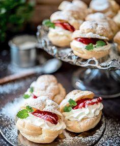 Tuulihatut | Maku Dairy Free Recipes, Baking Recipes, Dessert Recipes, Yummy Treats, Delicious Desserts, Yummy Food, Vegan Foods, No Bake Cake, Yummy Cakes