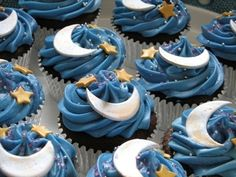 Crescent moon & stars cupcakes! Would be so cute for Bid Day or initiation!