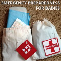 Emergency Prep Car Kit for Babies from @foodstoragetips. Perfect for those times you are out of the house longer than expected or need more items than you originally planned! Includes extra diapers, wipes, changing pads and any other baby related item (cream, powder, etc.).