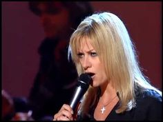"Shelby Lynne sings ""Mother"" at 2001 John Lennon tribute - hard not to be reminded Lynne's father killed her mother and then took his own life when she was a teenager"