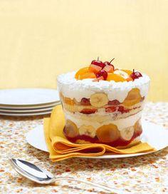 Coppa con crema e frutta