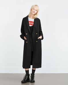 The Zara Way to Pull Off a Tomboy Look via Tomboy Fashion, Fashion Outfits, Long Grey Coat, Tomboy Look, Normcore, Langer Mantel, All Black Outfit, Black Outfits, Fashion Catalogue