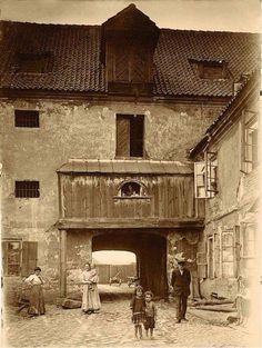 Spichlerz na Solcu (Warszawa), 1915 rok. fot. Stanisław Nofok-Sowiński.