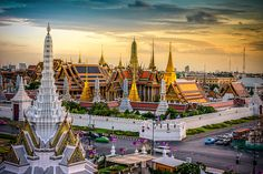Thailand is one of Southeast Asia's major tourist destinations, and almost all visitors to Thailand pass through Bangkok. While Bangkok is famous for its food and wild nightlife, it is probably best known for its history. Grand Palace Bangkok, Bangkok Hotel, Bangkok Travel, Thai Travel, Bangkok Thailand, Thailand Vacation, Chiang Mai, Phuket, Grand Chef