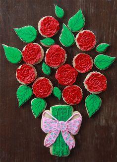 Galletas de San Valentín de ramo de rosas con tutorial de cómo usar la boquilla 104 de Wilton