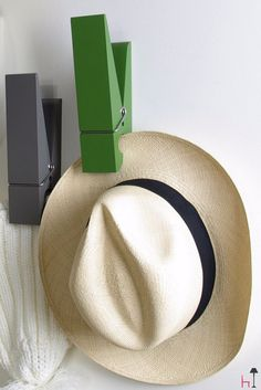 Design and function: these oversized clothes pins PINCE ALORS ! are ideal to hang garments anywhere in your home.