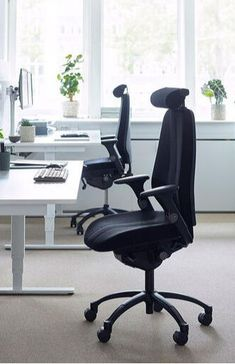 When housing experts Stena Fastigheter needed to up-size their workspace, they took advantage of the opportunity to totally transform the way they worked, undergoing a complete office redesign, enlisting the help of Flokk brand RH to provide the support and comfort their staff craved. Comfortable office chair.  RH New Logic 220 it´s designed to be adjustable to anyone and anybody.Click to see more!   design your own! ⁣#flokk #Inspiregreatwork #officeinspo #officedesign #scandinavianoffice