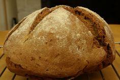 Domowy chleb z mieszanką nasion
