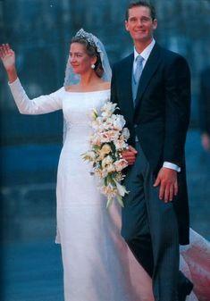 Los novios saliendo de la catedral de Barcelona el 4 de octubre de 1997 depues de la ceremonia religiosa de su boda
