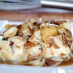 Amaretto Bread Pudding 1 pound French bread loaf - plain (use a… Köstliche Desserts, Delicious Desserts, Dessert Recipes, Yummy Food, Dessert Sauces, Plated Desserts, Toasted Almonds, Sliced Almonds, Funnel Cakes