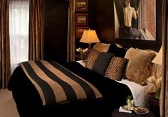 The Villa Suite King Featherbed | Rooms like the Villa Suite are beautifull-decorated with feather pillows and artwork to make guests feel at home. #BedandBreakfast #Art