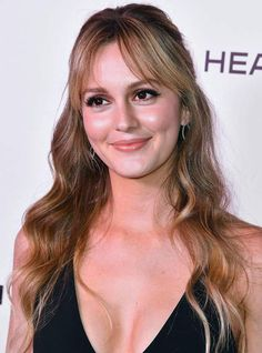 Leighton meester goes platinum blonde 2018 - leighton meester hair Hair Color Dark, Blonde Color, Hair Colour, Leighton Meester Hair, Blonde Vs Brunette, Long Platinum Blonde, Perfect Blonde Hair, Parted Bangs, Fringe Haircut