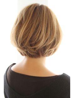 ひし形シルエットのコンパクトボブ - 24時間いつでもWEB予約OK!ヘアスタイル10万点以上掲載!お気に入りの髪型、人気のヘアスタイルを探すならKirei Style[キレイスタイル]で。