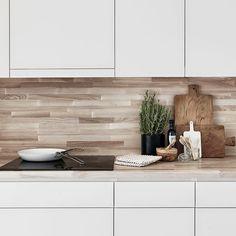 cocina con frente de madera