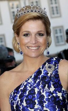 Maxima, wearing the smaller version of the tiara before her mother-in-law, Queen Beatrix abdicated in 2013 Princesa Real, Princesa Diana, Queen Of Netherlands, Queen Wilhelmina, Dutch Princess, Style Royal, Royal Queen, Royal Tiaras, Royal Jewelry