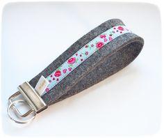 "Edles Filzschlüsselband: ""Rosen"" von miss rosaly auf DaWanda.com Personalized Items, Accessories, Fashion, La Mode, Fashion Illustrations, Fashion Models"