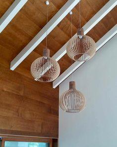 Lampenkappen - 40cm Hout Lamp, hanglamp, Houten lampenkap - Een uniek product van KWUD op DaWanda Bungalow, Ceiling Lights, Lighting, Etsy, Home Decor, Light Fixtures, Decoration Home, Room Decor, Ceiling Lamps