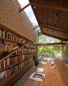 Cotia Library Garden is a private library designed by IPEA Arquitetura Design for a bibliophile on a pre-existing house in his Granja Viana property. Home Library Design, Home Interior Design, Interior And Exterior, Interior Decorating, Architecture Design, Light In, Home Libraries, Public Libraries, Bungalows