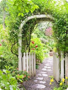 awesome 42 Wonderful Backyard Secret Garden Landscaping Design Ideas http://decorke.com/2018/04/03/42-wonderful-backyard-secret-garden-landscaping-design-ideas/
