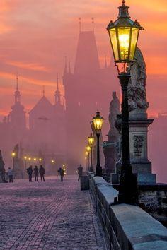 Puente de Carlos IV (al anochecer en Praga) Foto Panoramiche, Luoghi, Vacanze, Paesaggi, Praga, Repubblica Ceca, Cattedrali, Luoghi Meravigliosi, Viaggi