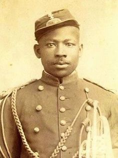 David Fagen, soldier, 1890s #kasaysayan — Fagen served in the 24th Regiment of the U.S. Army, but in 1899, he defected to the Filipino army. He became a successful guerrilla leader. His defection was likely the result of differential treatment by white American soldiers of African-American soldiers and of their Filipino enemies. American Soldiers, Guerrilla, Enemies, Filipino, Captain Hat, How To Become, Army, David, African