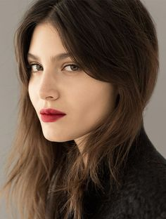 Maquillage d'automne bouche rouge