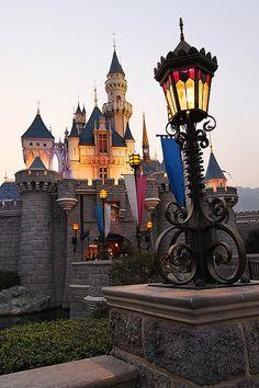 Hong Kong Disney Castle
