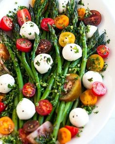 Asparagus Caprese Salad with Basil Gremolata. Asparagus Caprese Salad with Basil Gremolata recipe - An easy 10 minute salad or side dish with fresh asparagus mozzarella balls and cherry tomatoes. Vegetable Recipes, Vegetarian Recipes, Cooking Recipes, Healthy Recipes, Fast Recipes, Keto Recipes, Grilled Vegetable Salads, Cooking Games, Recipes Dinner