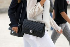 Accessories 2 Glow: A CLASSIC: CHANEL CLASSIC FLAP 2.55