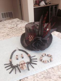 Voo Doo Priestess DIY top hat, necklace, bracelet, and earrings … Voodoo Party, Voodoo Halloween, Halloween Hats, Halloween Projects, Halloween 2017, Holidays Halloween, Halloween Make Up, Halloween Decorations, Halloween Ideas