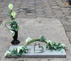 Komplet dekoracji nagrobnych; sztuczne kwiaty, dodatki Flower Crown, Flower Art, Funeral Memorial, Funeral Flowers, Wedding Stage, Flower Pictures, Ikebana, Flower Crafts, Flower Decorations
