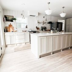simple modern kitchen design ideas - summer decor inspiration for the home Design Room, Layout Design, House Design, Kit Homes, Kitchen Dining, Kitchen Decor, Room Kitchen, Design Kitchen, Kitchen Interior
