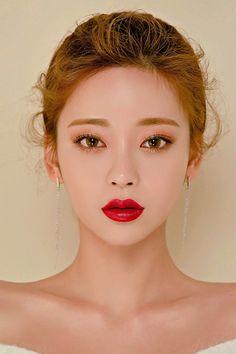 26 stunning makeup ideas for asian eyes best korean makeup, korean beau Korean Makeup Look, Korean Makeup Tips, Korean Makeup Tutorials, Asian Makeup, Eye Makeup, Hair Makeup, Makeup List, Beauty Make-up, Asian Beauty