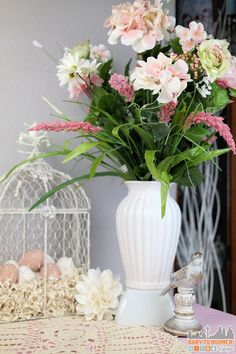 Raise up items with upturned bowls which can be hidden within the tablescape. I've used one under the vase, one under the ham, and another under the pie (a crate). Easter Dinner Ideas: 5 Tips For a Great Holiday #HoneyBakedEaster ad
