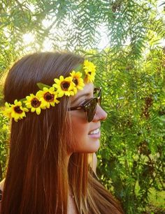 flowers in your hair. Hippie Style, Boho Style, Flowers In Hair, Pretty Hairstyles, Hair Goals, Her Hair, Hair And Nails, Headpiece, Hair Beauty