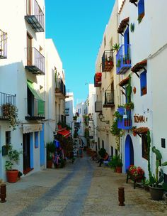 On the streets of Peñíscola, Costa del Azahar, Spain. A great places to spend a few days. Oh The Places You'll Go, Places To Travel, Places To Visit, Need A Vacation, Vacation Trips, Beautiful World, Beautiful Places, House Beautiful, Travel Around The World