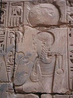 La triade de Thèbes : KHONSOU (le voyageur), dieu de la Lune, fils d'Amon et de Mout - (Temple de Khonsou à Karnak)