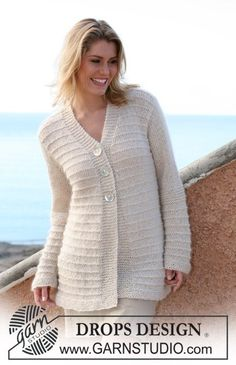DROPS jacket in garter st pattern in Cotton Viscose and Vivaldi. Size S – XXXL Free knitting pattern by DROPS Design. Knitting Machine Patterns, Sweater Knitting Patterns, Knit Patterns, Free Knitting, Pull Long, Knit Cardigan Pattern, Point Mousse, Drops Design, Pulls